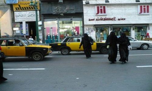 Zdjecie EGIPT / - / Alexandria / Dresed in black