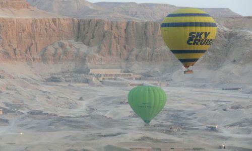 Zdjecie EGIPT / - / nad Deir el Bahari / Świt w balonie