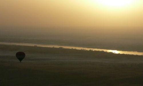 Zdjecie EGIPT / - / okolice Luksoru / Nil o świcie