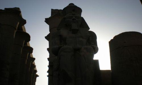 Zdjecie EGIPT / południe / świątynia w Luxorze / Egipt jeszcze w innym spojrzeniu
