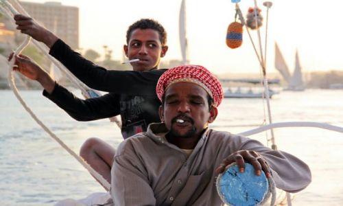 EGIPT / - / Asuan / Ojciec i syn