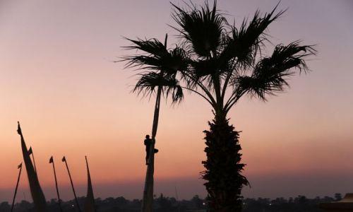 EGIPT / - / Asuan / wspinaczka o zachodzie