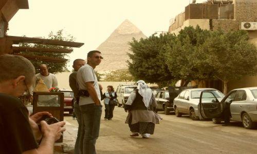 Zdjecie EGIPT / brak / Kair / w cieniu piramid