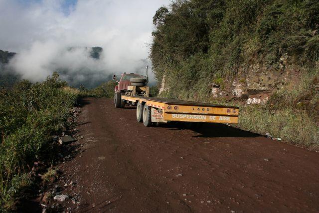 Zdjęcia: w drodze, ciężarówka, EKWADOR