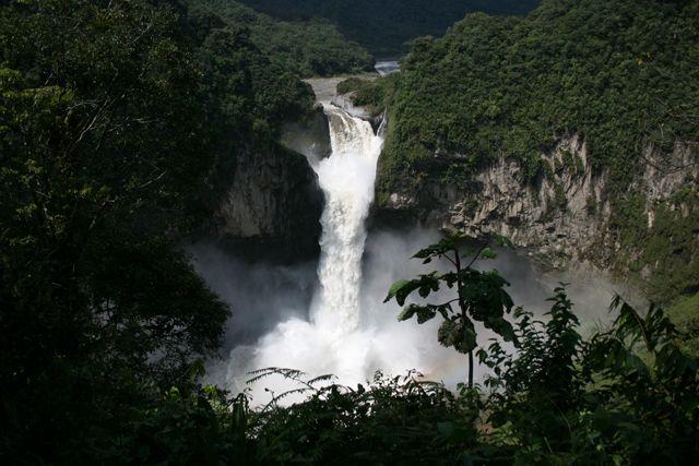 Zdj�cia: w drodze, wodospad 140m., EKWADOR