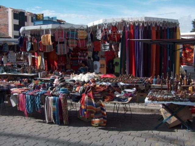 Zdj�cia: Otavalo, Plaza de Ponchos, EKWADOR