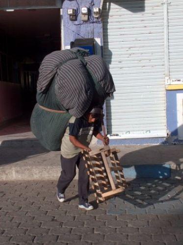Zdjęcia: Otavalo, Poranne przygotowania do targu, EKWADOR