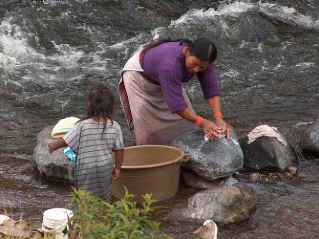 Zdjęcia: Wieś Peguche - okolice Otavalo, Nad rzeką, EKWADOR