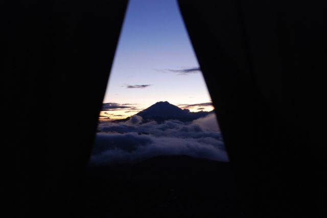 Zdjęcia: Antisana, Ekwador, Cotopaxi - nawet w namiocie trudno oderwac od niego wzrok, EKWADOR
