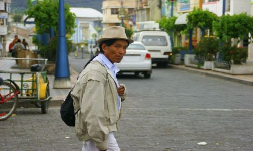 Zdjęcie EKWADOR / OTAVALO / OTAVALO / Otavalo  Indianin
