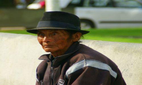 Zdjęcie EKWADOR / OTAVALO / OTAVALO / Indianin