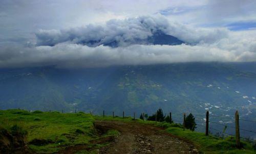 Zdjęcie EKWADOR / Banos / Banos / Wulkan  Tungurahuj 5016npm