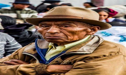 Zdjecie EKWADOR / - / Otavalo / Indianin Quechua