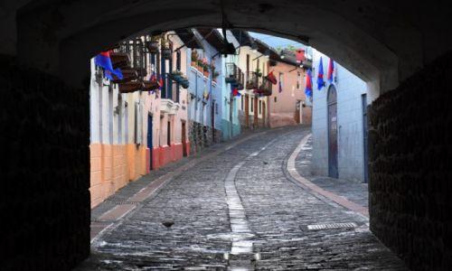 EKWADOR / Quito / Stare miasto / Uliczka w Quito