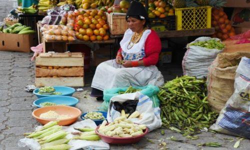 Zdjecie EKWADOR / północny Ekwador / Otavalo / Sprzedawczyni kukurydzy i fasoli