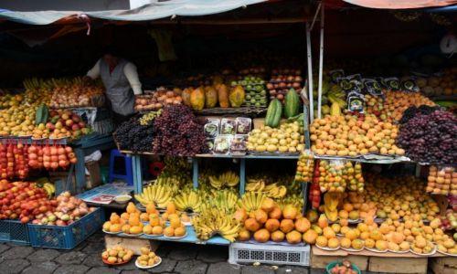 Zdjecie EKWADOR / północny Ekwador / Otavalo / Targ  owocowy
