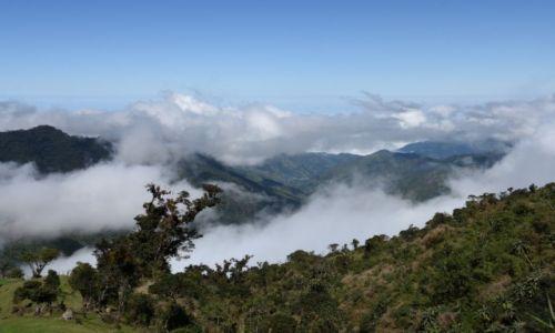 EKWADOR / aleja wulkan�w / gdzie� po drodze w g�rach / W chmurach