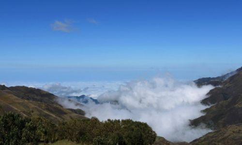 Zdjecie EKWADOR / Andy / na zachód od Latacungi / Ponad chmurami