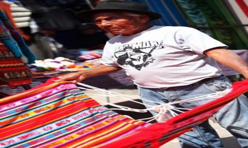 Zdjecie EKWADOR / Otavalo  / Otavalo market / Kup pan hamak!
