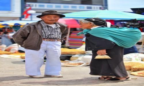 Zdjecie EKWADOR / Otavalo  / Otavalo market / On i ona