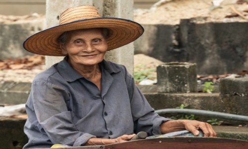 Zdjecie EKWADOR / Guayas / Guayaquil / Kobieta w kapeluszu