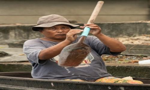 Zdjecie EKWADOR / Guayas / Guayaquil / Pan w kapelusiku i z napędem ;-)