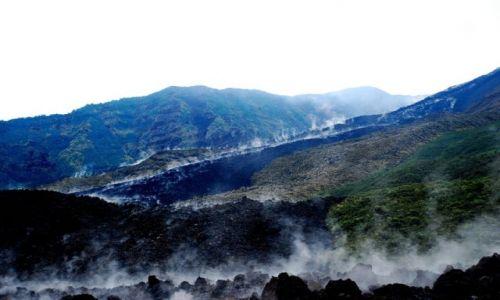 EKWADOR / Ekwador, wschodnie stoki andow / Reventador, amazonska dzungla / Wciaz goraca choc juz skamieniala lawa wulkanu Reventador
