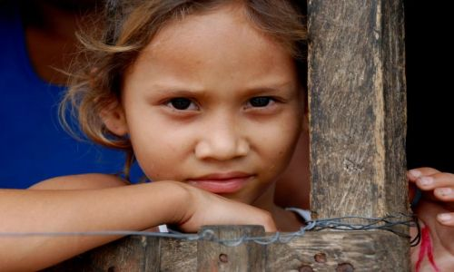 EKWADOR / Prowincja Los Rios / Ventanas /  Roksana Alexandra - podczas posiłku zawsze pomaga karmic młodsze dzieci