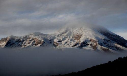Zdjecie EKWADOR / Ambato / z drogi na Carihuairazo / o świcie pokazuje się Chimborazo