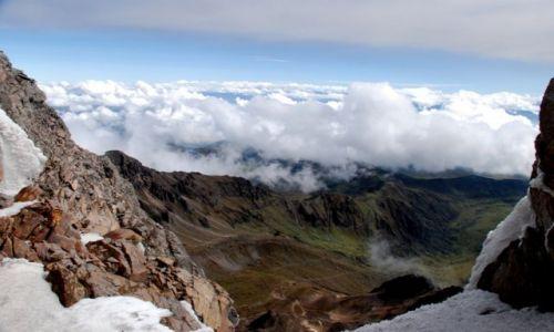 Zdjecie EKWADOR / Ambato / Carihuairazo / rzut oka na dolinę z przełęczy na Carihuairazo