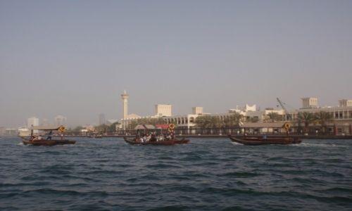 Zdjęcie ZJEDNOCZONE EMIRATY ARABSKIE / DUBAJ / Stara piękna dzielnica Dubaju widoczna od zatoki perskiej / Stara piękna dzielnica Dubaju