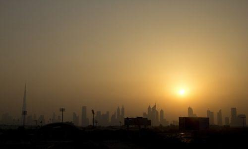 Zdjęcie ZJEDNOCZONE EMIRATY ARABSKIE / Dubai / Dubai / Zachod slonca nad Dubajem