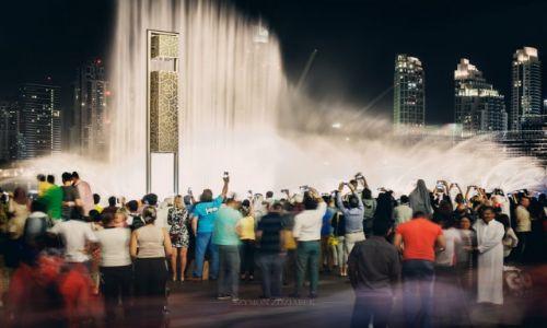 Zdjęcie ZJEDNOCZONE EMIRATY ARABSKIE / Dubai / Dubai Mall / Fontanny