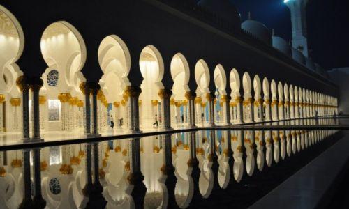 Zdjęcie ZJEDNOCZONE EMIRATY ARABSKIE / Abu Dhabi / Abu Dhabi / Grand Mosque w Abu Dhabi