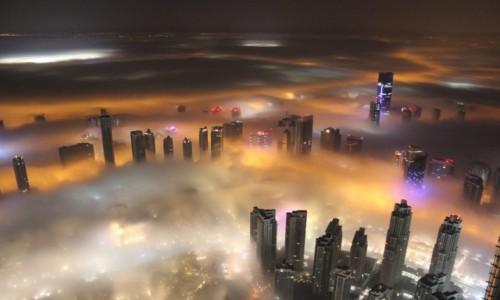 Zdjecie ZJEDNOCZONE EMIRATY ARABSKIE / Dubaj / Wie�a Burj Khalifa  / Ba�nie z tysi�c