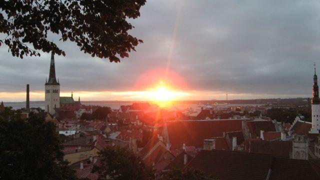 Zdjęcia: Tallin, Wschód słońca w Tallinie, ESTONIA
