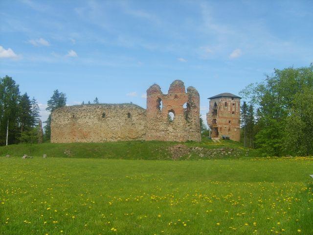Zdj�cia: Vana-Vastsellina, Po�udniowo-wchodnia Estonia, Ruiny zamku w Vana- Vastsellina, ESTONIA