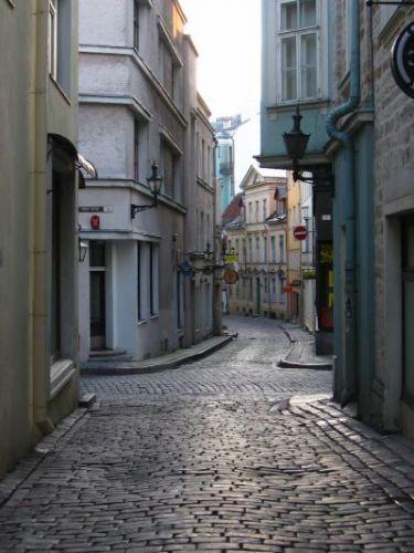 Zdj�cia: Tallin, opustosza�e uliczki tallina wczesnym rankiem, ESTONIA
