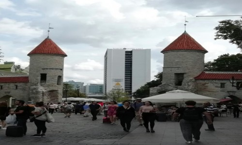Zdjecie ESTONIA / - / Tallinn / Brama Viru Gate