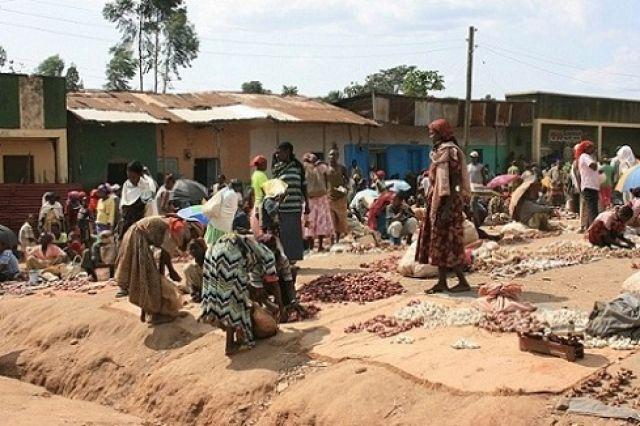 Zdjęcia: Dżinka, Afryka, bazar w Jinka, 2009, ETIOPIA