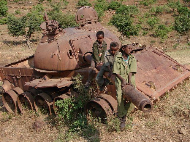 Zdjęcia: pogranicze z Erytreą , -Etiopia Północna , pozostałości po wojnie , ETIOPIA