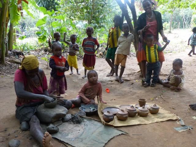 Zdjęcia: Wioska Ari, Dolina Omo, Lepienie garnków - wioska ARI, ETIOPIA