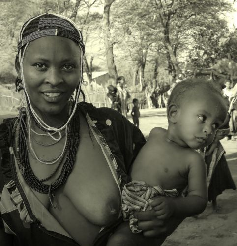 Zdjęcia: południowa Etiopia, Dolina Omo, Macierzyństwo, ETIOPIA