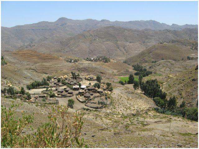 Zdjęcia: na trasie Mekele - Lalibela, Etiopia Północna, Wioska w drodze do Lalibeli, ETIOPIA
