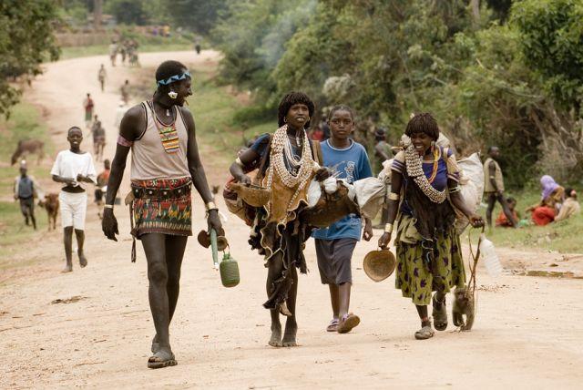 Zdjęcia: droga na targ, Dolina Omo, w drodze na targ, ETIOPIA