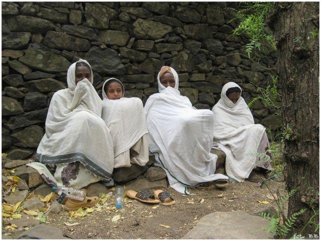 Zdjęcia: jw, Gondar/Gonder, Kobiety przed kościołem, ETIOPIA