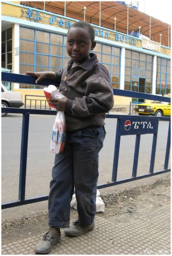 Zdjęcia: jw, Gondar/Gonder, Mały sprzedawca chusteczek, ETIOPIA