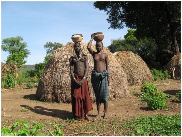 Zdj�cia: Mago National Park, Etiopia - po�udnie, W wiosce Mursi, ETIOPIA