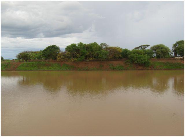 Zdjęcia: nad rzeką Omo, Etiopia - południe, Brunatny spokój, ETIOPIA