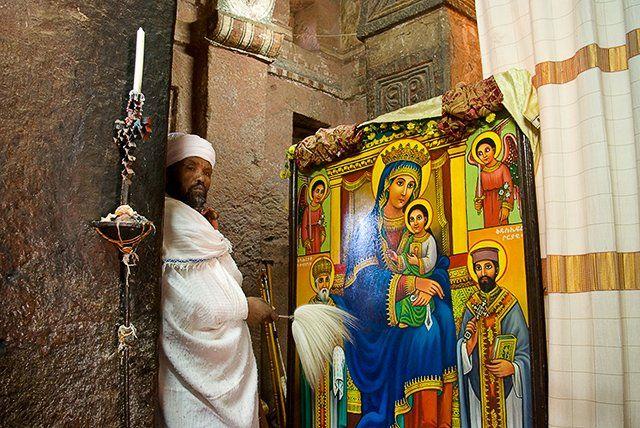 Zdjęcia: Lalibela, okolice jeziora Tana, W świątyni Lalibeli, ETIOPIA